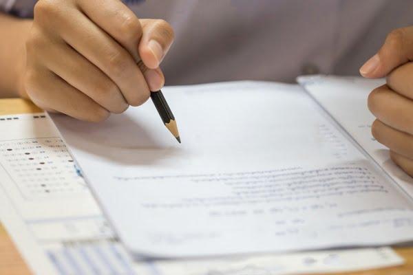 به سوالات به همان ترتیب دفترچه پاسخ دهید
