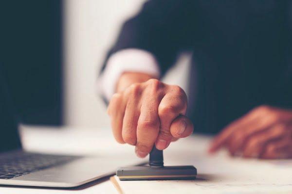 رشته های مجاز برای ثبت نام در آزمون وکالت